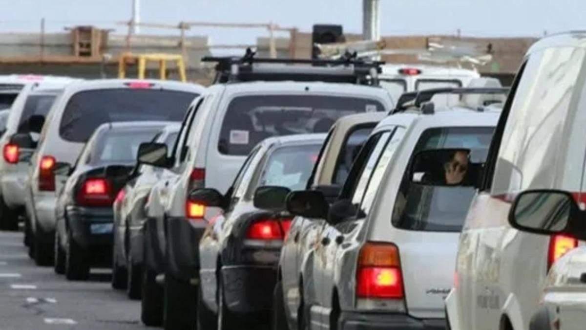 На границах со Словакией и Польшей - огромные очереди из авто: видео