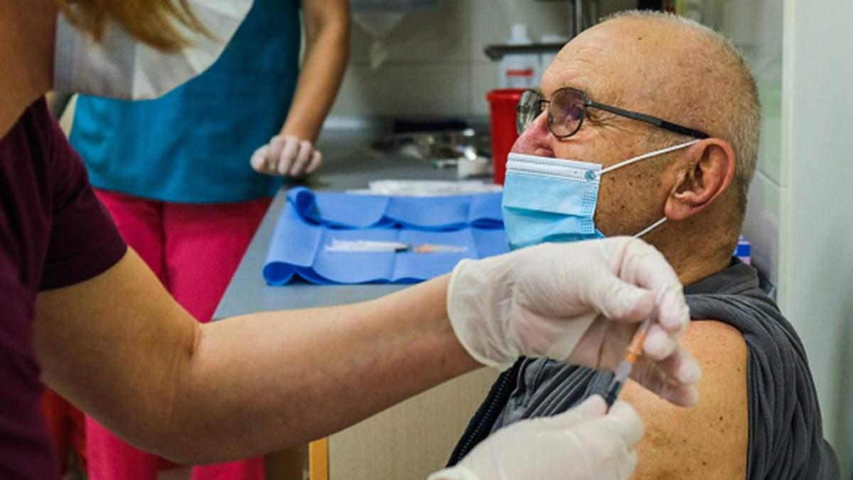 Польща змінює систему вакцинації: хто отримуватиме вакцину першочергово