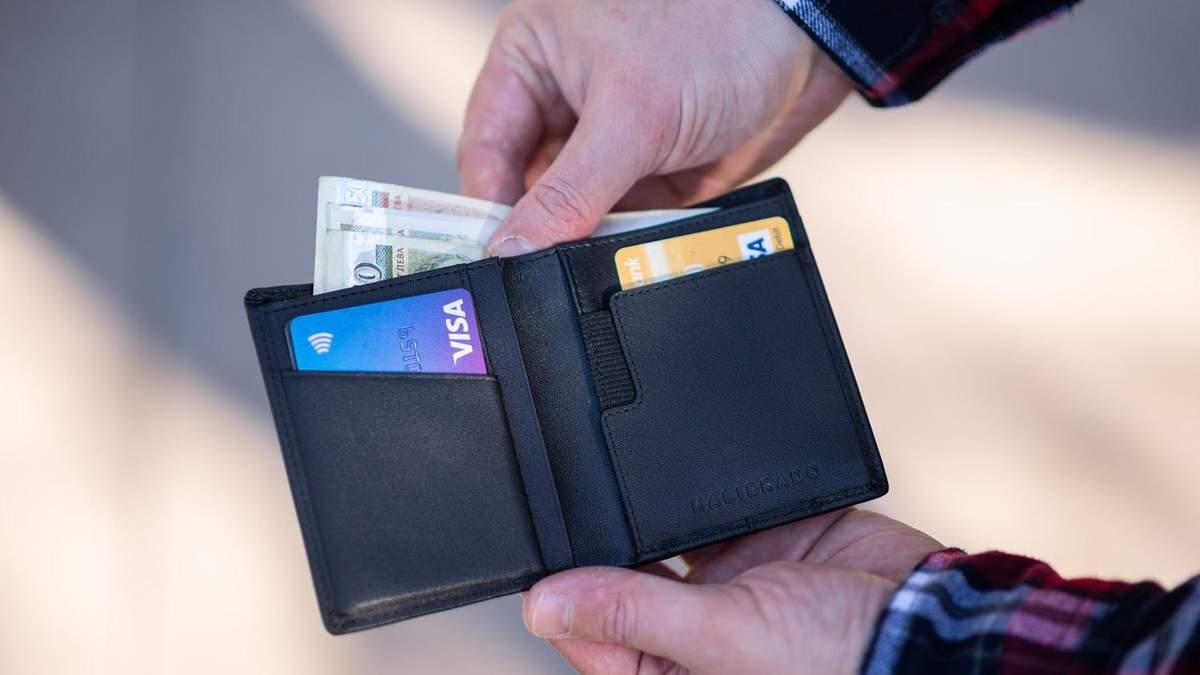 Українець може сісти в Польщі на 10 років, бо розплачувався чужою карткою