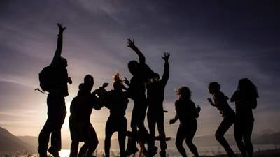 Як жителі Іспанії святкували пом'якшення карантину: відео
