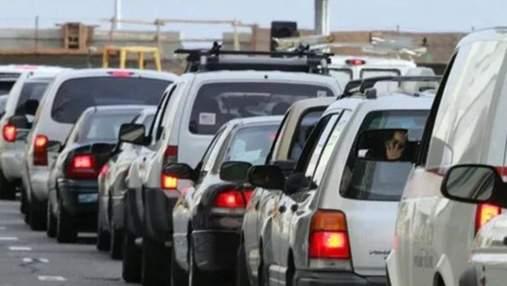 На границах со Словакией и Польшей – огромные очереди из авто: видео