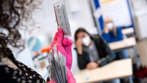 У школах Берліну школярів тестуватимуть на COVID-19: коли і як