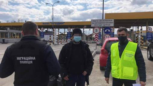 Нетипові заробітки: поляка депортували з України та заборонили в'їзд на 5 років