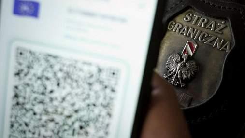 Юных украинцев разоблачили на границе с Польшей из-за подделки COVID-паспортов