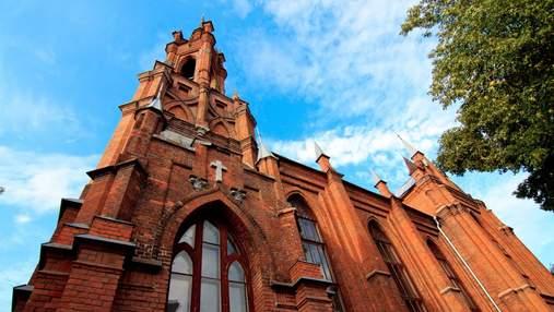 Польша открывает пункты вакцинации в церквях: когда и как можно будет прививаться в храме