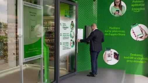"""Без касирів та продавців: у Варшаві відкрився перший магазин """"Жабка"""" із системою автооплати"""