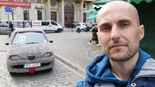 """В Польше появился """"собакомобиль"""": так украинцы собирают средства на лечение сына"""