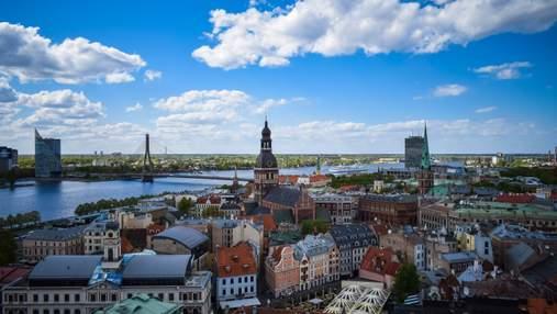 В Латвії невакцинованим заборонять робити покупки в супермаркетах: країна посилює карантин
