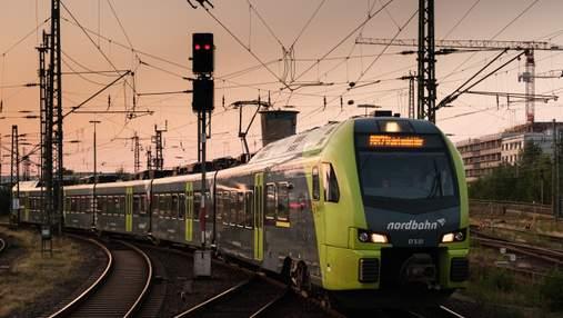"""Нові правила """"Укрзалізниці"""": які документи перевірятимуть в тих, хто їде потягом до Польщі"""